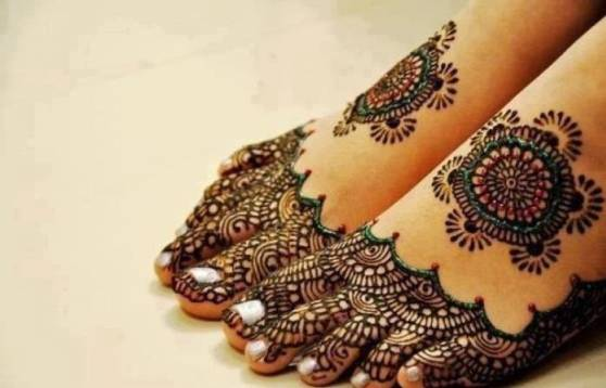 arabic mehndi on foot