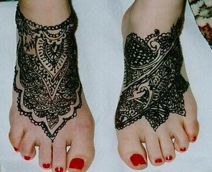 black mehndi design for feet
